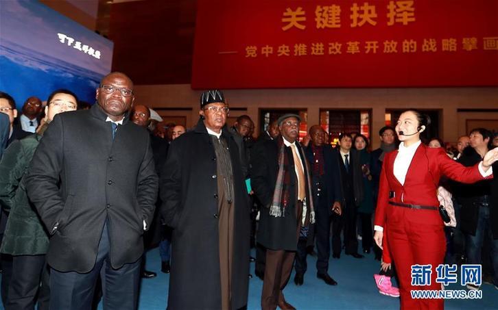 (圖文互動)(3)中國,未來可期——非洲使團參觀慶祝改革開放40周年大型展覽