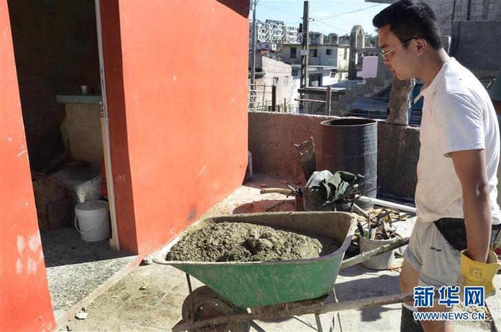 """(國際·圖文互動)(7)哈瓦那龍卷風災區來了個""""中國人"""""""