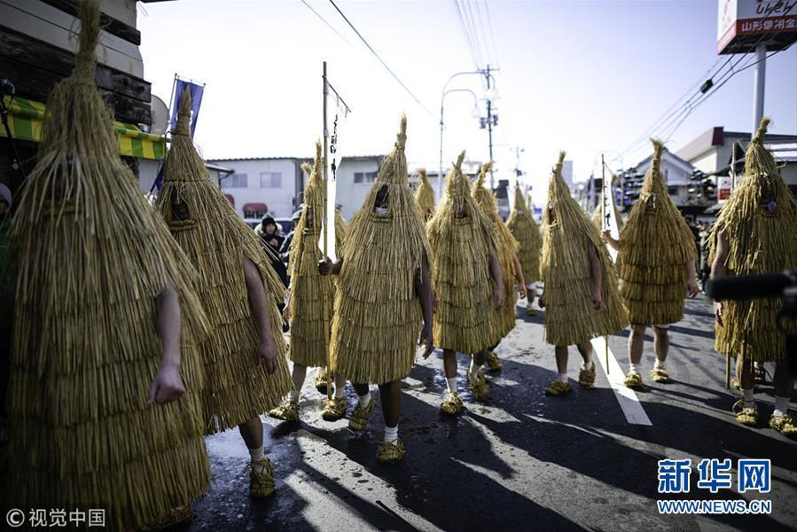 日本民众穿稻草衣跳舞祈求丰收杭州佐卡伊