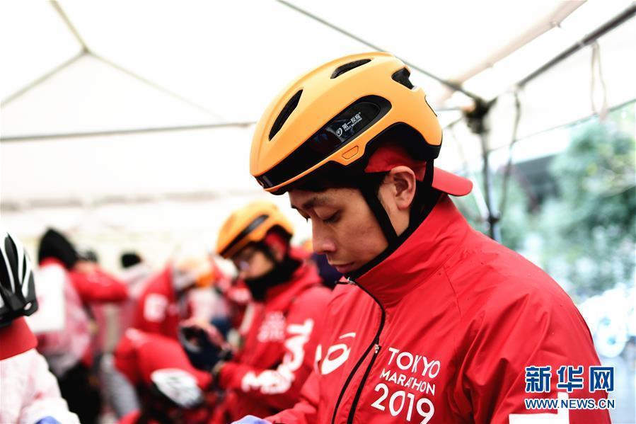 (國際·圖文互動)(2)中日合作智能頭盔首次用于東京馬拉松