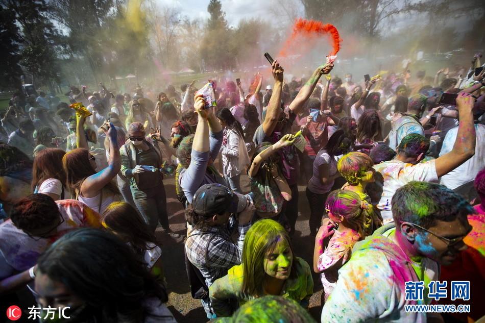 美国加州庆祝胡里色彩节