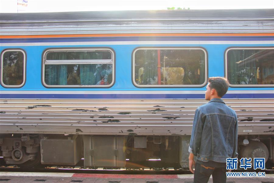 """(國際·""""一帶一路""""高峰論壇·圖文互動)(1)通訊:泰國青年阿努帕的火車司機夢"""