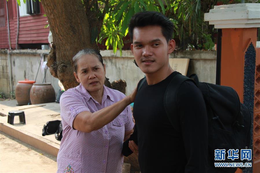 """(國際·""""一帶一路""""高峰論壇·圖文互動)(3)通訊:泰國青年阿努帕的火車司機夢"""