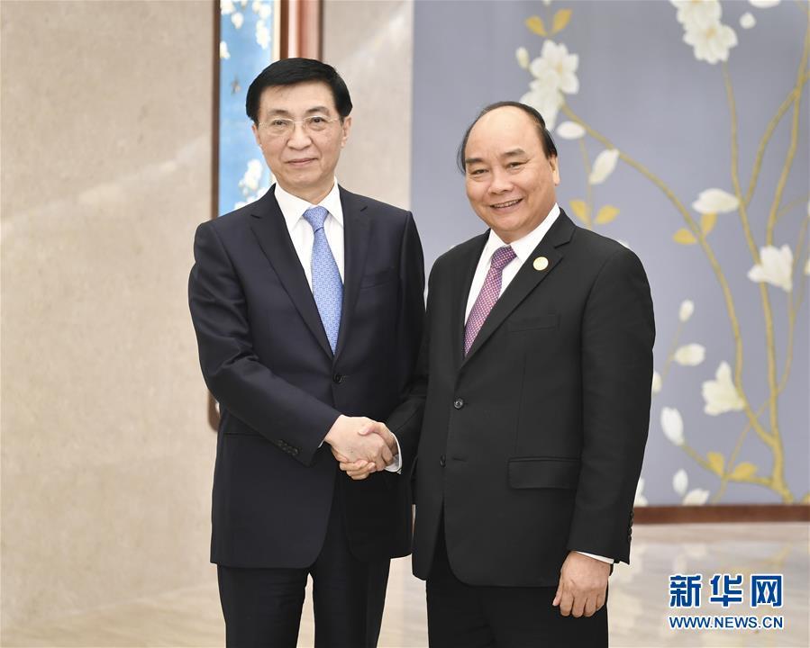 (时政)王沪宁会见越南总理阮春福