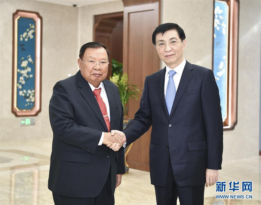 (时政)王沪宁会见老挝人民革命党中央总书记、国家主席本扬