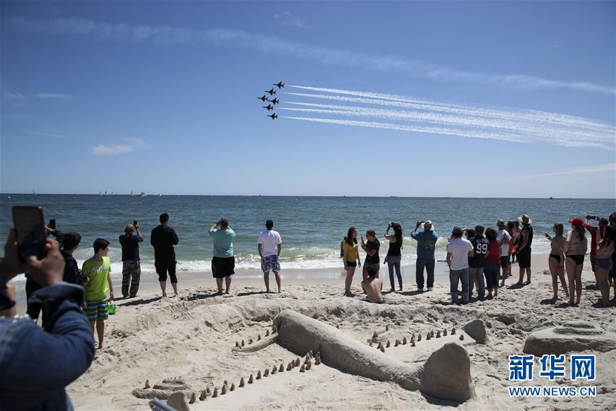 (國際)(1)紐約瓊斯海灘上演飛行秀
