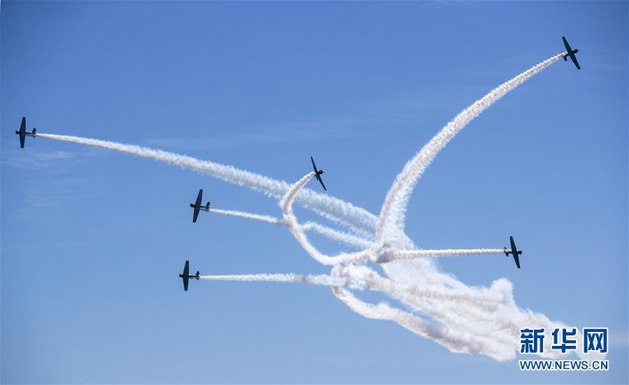 (國際)(3)紐約瓊斯海灘上演飛行秀