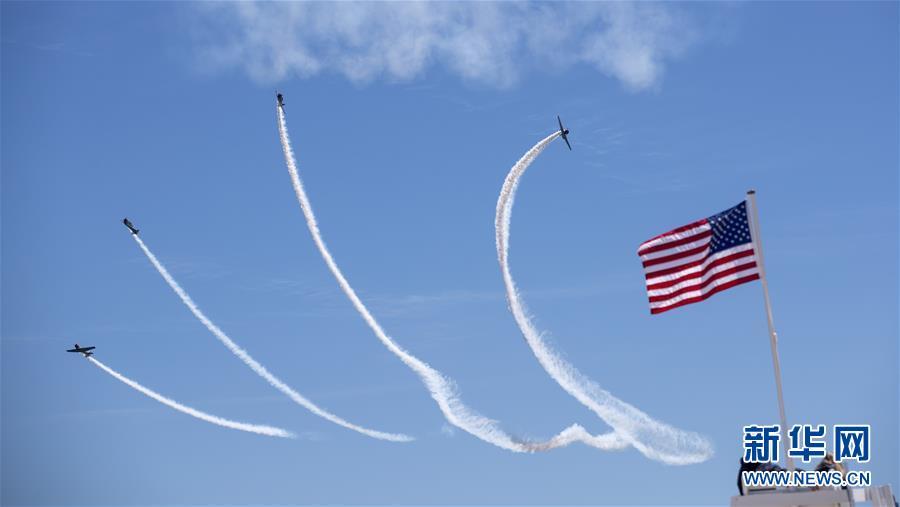 (國際)(4)紐約瓊斯海灘上演飛行秀
