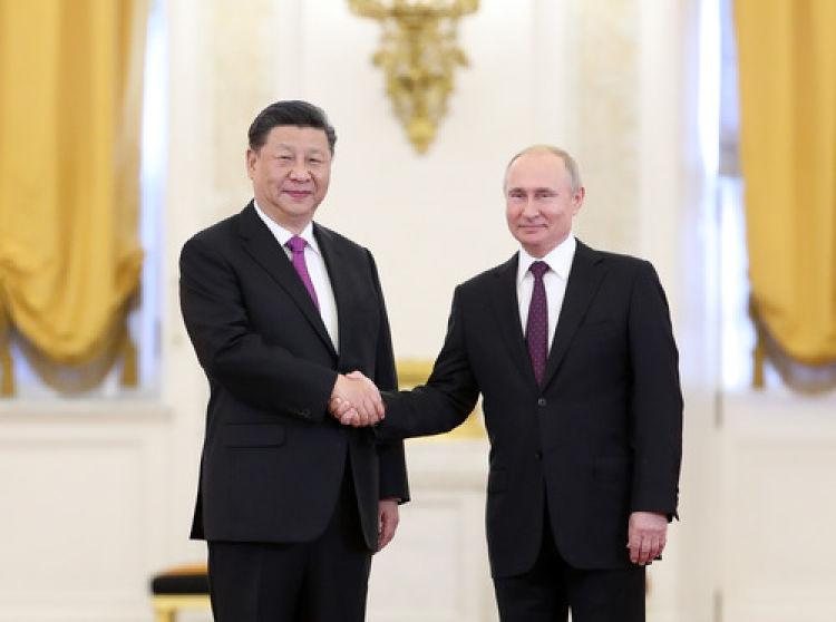 重要�r刻,�主席和普京��y把中俄�P系�I�M新�r代