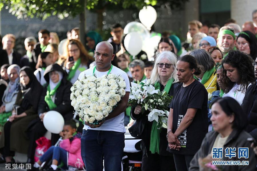 伦敦格伦费尔大楼火灾两周年纪念日到来 市民悼念遇难者