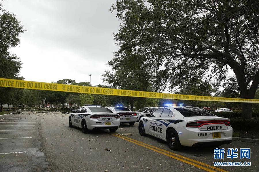 美国佛罗里达州一购物中心发生燃气爆炸约20人受伤