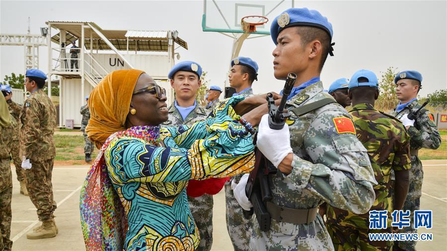 (国际·图文互动)(1)中国第二批赴苏丹维和直升机分队荣获联合国和平荣誉勋章