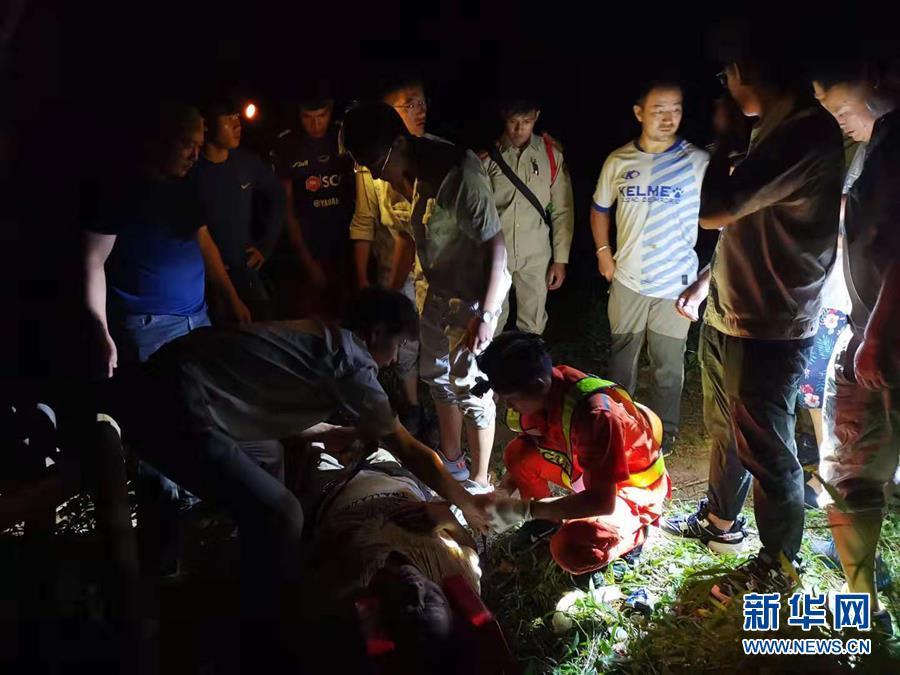 (國際)(2)中國旅遊團在老撾遭遇車禍多人傷亡