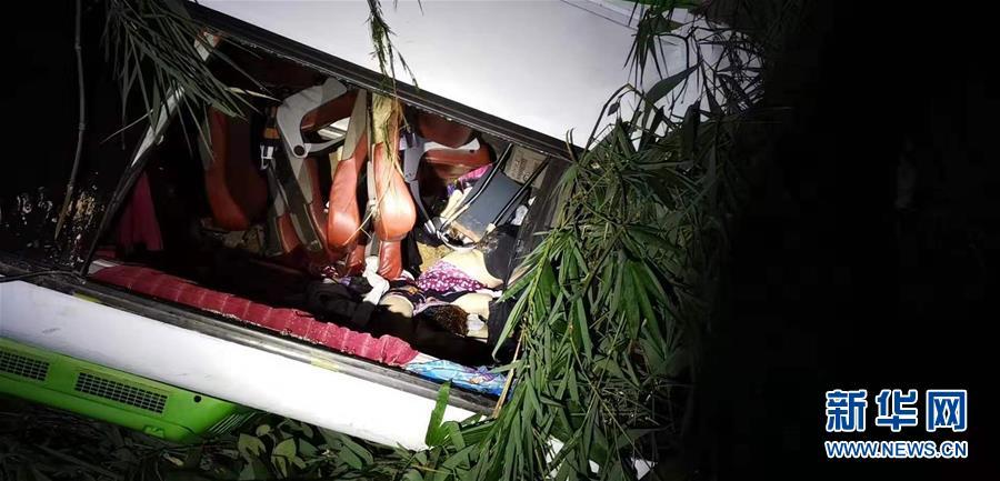 (國際)(3)中國旅遊團在老撾遭遇車禍多人傷亡