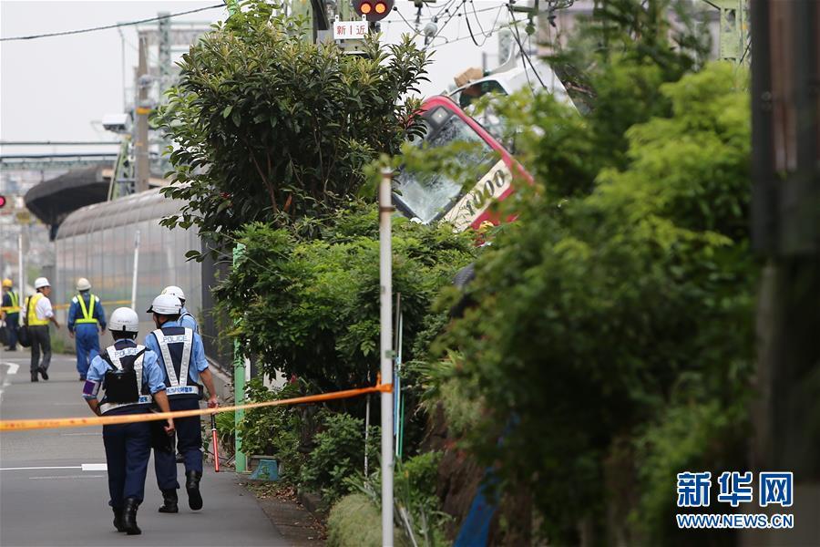 (国际)(3)日本神奈川县一电车与卡车相撞致1死34伤