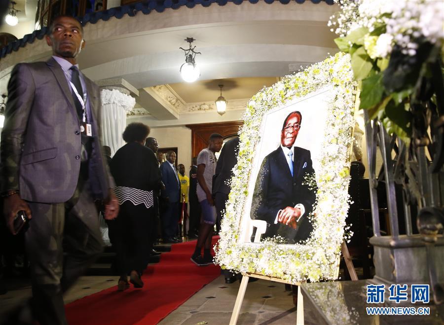 津巴布韦前总统穆加贝遗体运抵首都哈拉雷