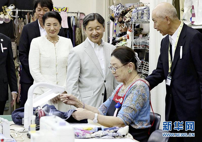 日本德仁天皇夫妇参观老年人就业服务中心