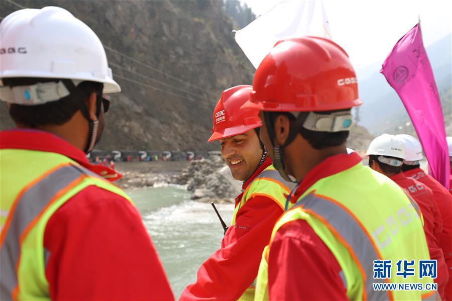 通讯:大坝成功截流――中企建设巴基斯坦苏吉吉纳里水电站取得阶段性成果