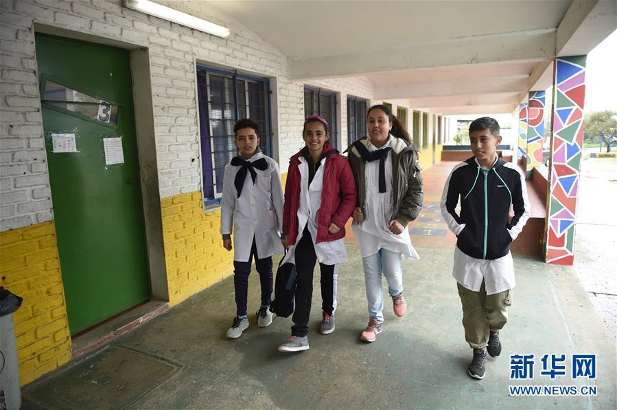 """(國際·圖文互動)(2)通訊:在烏拉圭,有一所小學以""""中國""""命名"""