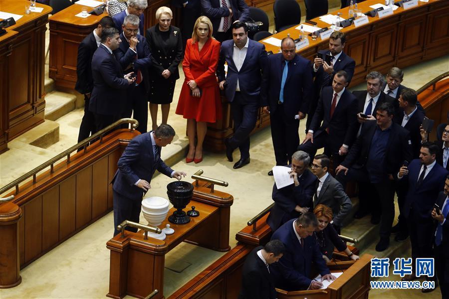 (国际)(1)罗马尼亚议会通过对政府的不信任案