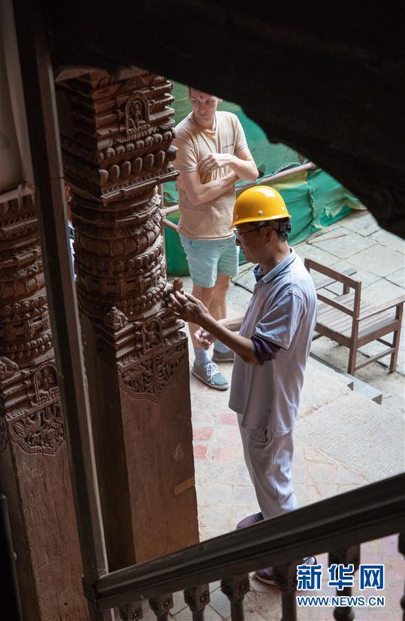 (习近平出访配合稿·图文互动)(8)通讯:尼泊尔工艺家和中国文物修复师的历史之约