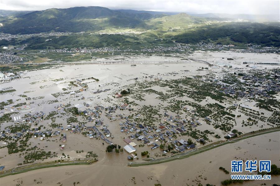 """台风""""海贝思""""致日本中部一河流溃堤百余人受困"""