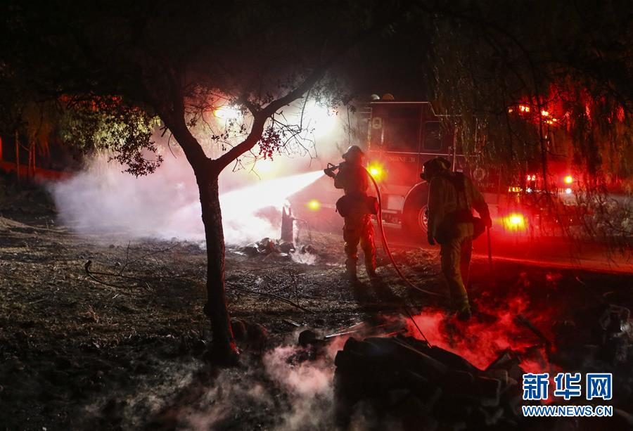 (国际)(3)美国加州发生多处山火致数万居民撤离
