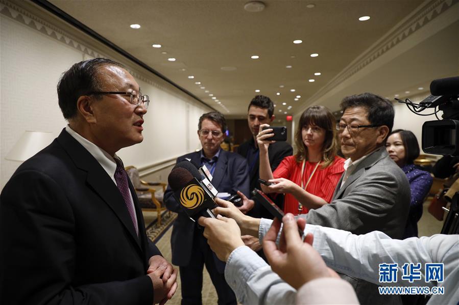 中國常駐(zhu)聯合國代表張軍就人權問(wen)題接受(shou)中外媒體采訪