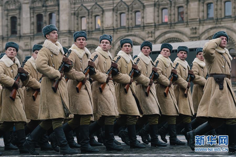 11月5日,士兵在俄罗斯莫斯科红场参加纪念1941年红场阅兵78周年彩排