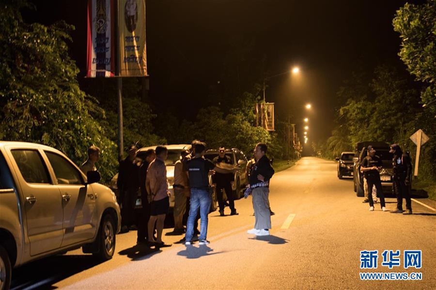 (国际)(1)泰国南部检查站遭袭致15人死亡