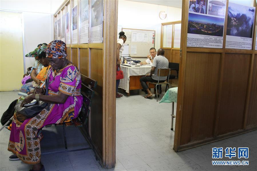 (國際·圖文互動)(2)通訊:讓中醫在納米比亞落地生根——記三屆援納醫療隊醫生褚海林