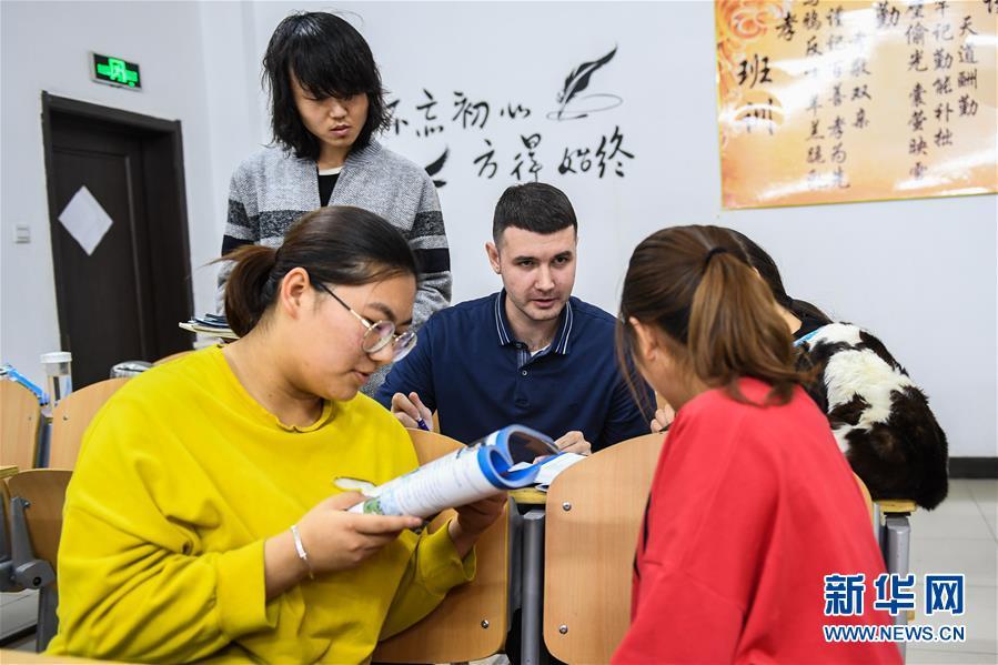 """(社會)(1)""""90後""""俄羅斯小夥在中國當教師"""
