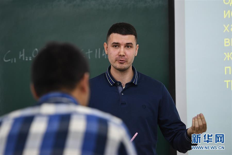 """(社會)(4)""""90後""""俄羅斯小夥在中國當教師"""