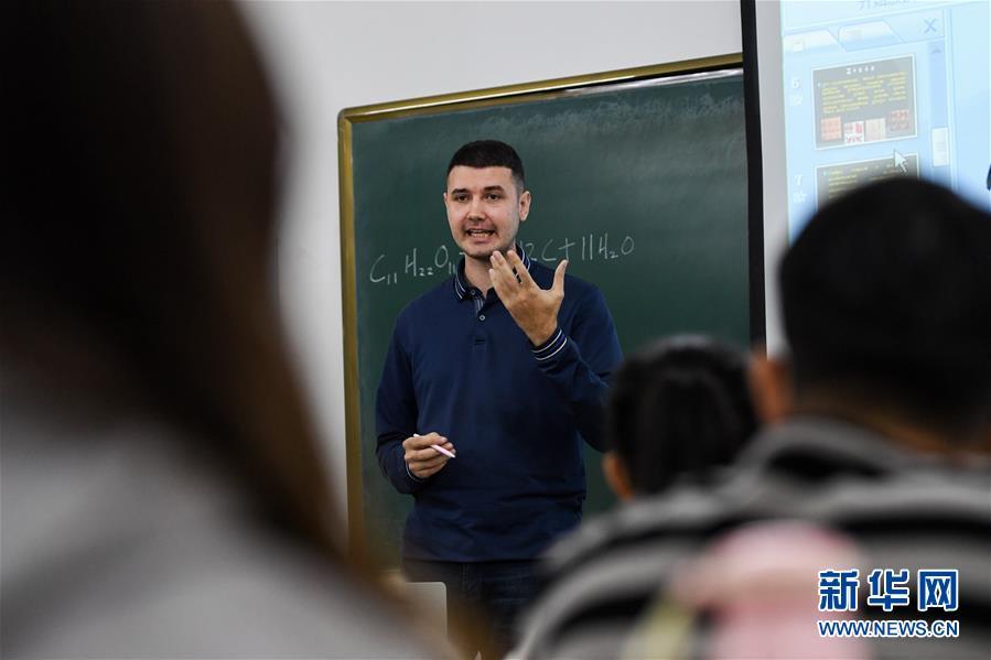 """(社會)(6)""""90後""""俄羅斯小夥在中國當教師"""