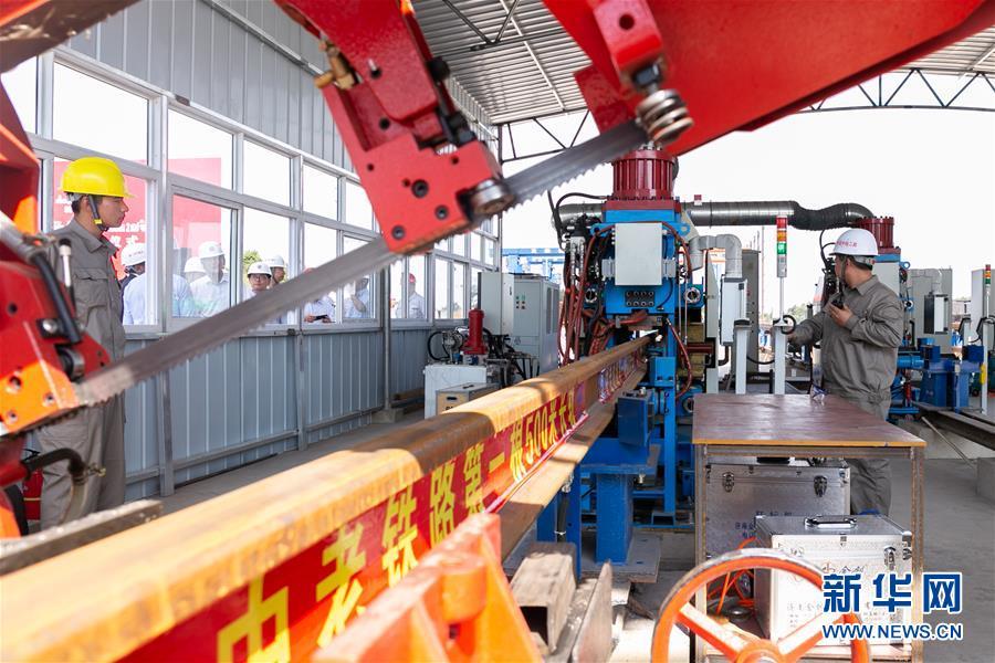 (國際)(3)中老鐵路焊軌基地正式投入生産