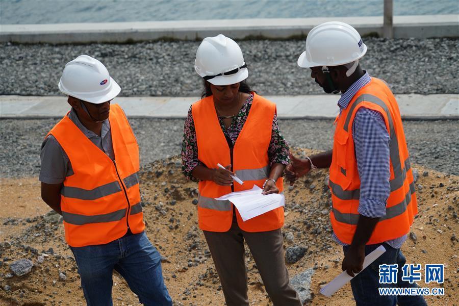 """(國際·圖文互動)(4)通訊:""""五年我們為斯裏蘭卡造出一片新土地""""——科倫坡港口城人的自豪與希冀"""