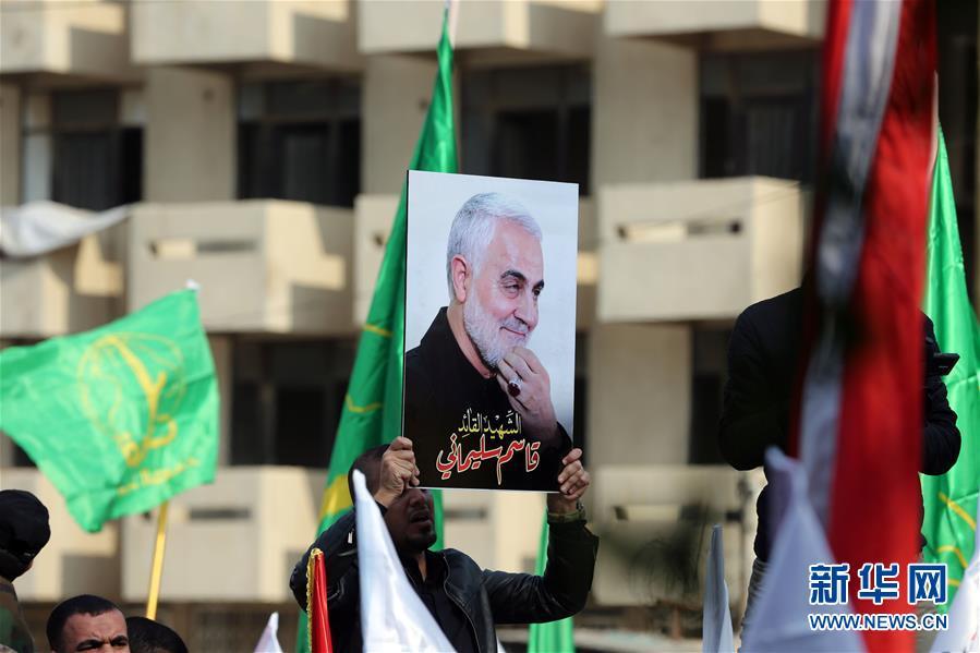 (國際)(1)數千哀悼者在巴格達為蘇萊曼尼送葬
