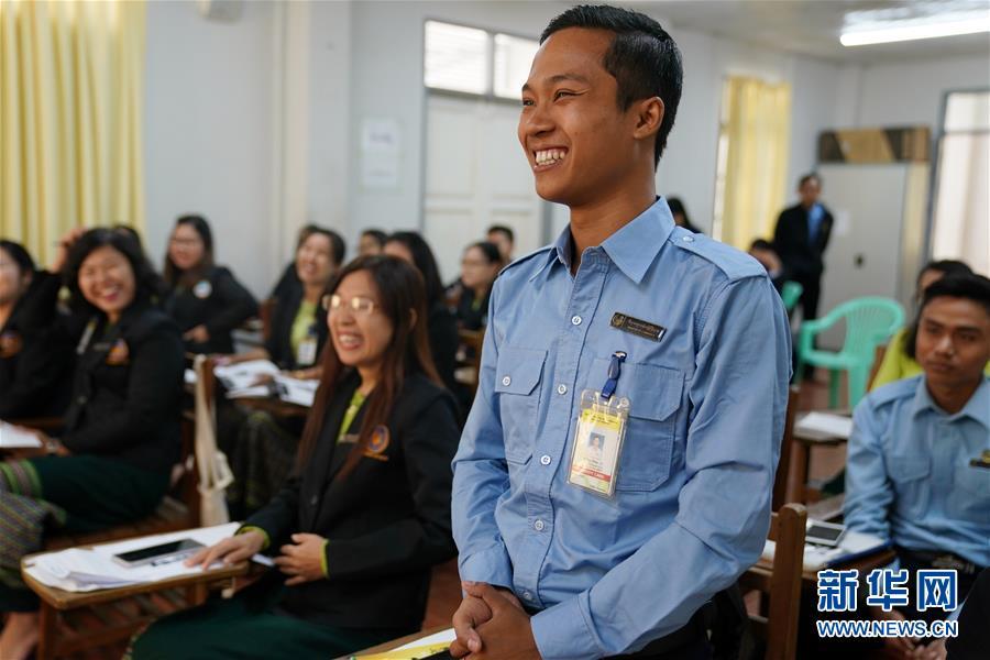 (習近平出訪配合稿·圖文互動)(5)通訊:緬甸公務員掀起學中文熱