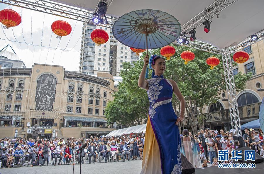 """(国际)(2) """"欢乐春节""""文艺表演在南非举行"""