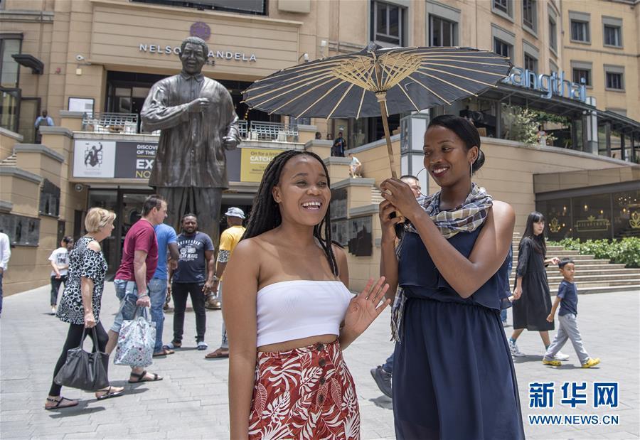 """(国际)(5) """"欢乐春节""""文艺表演在南非举行"""