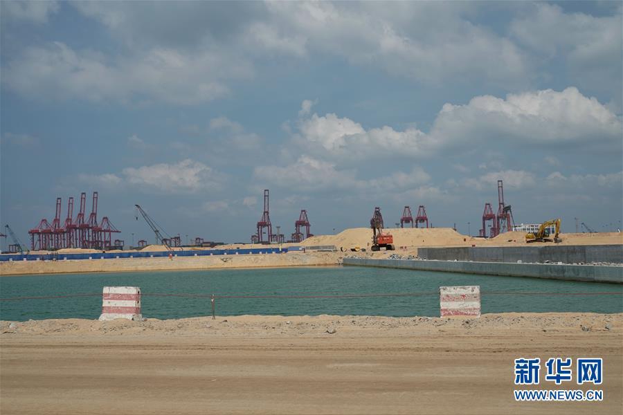 """(國際·圖文互動)(5)通訊:春節,""""是工期而不是假期""""——記科倫坡港口城的中國建設者"""