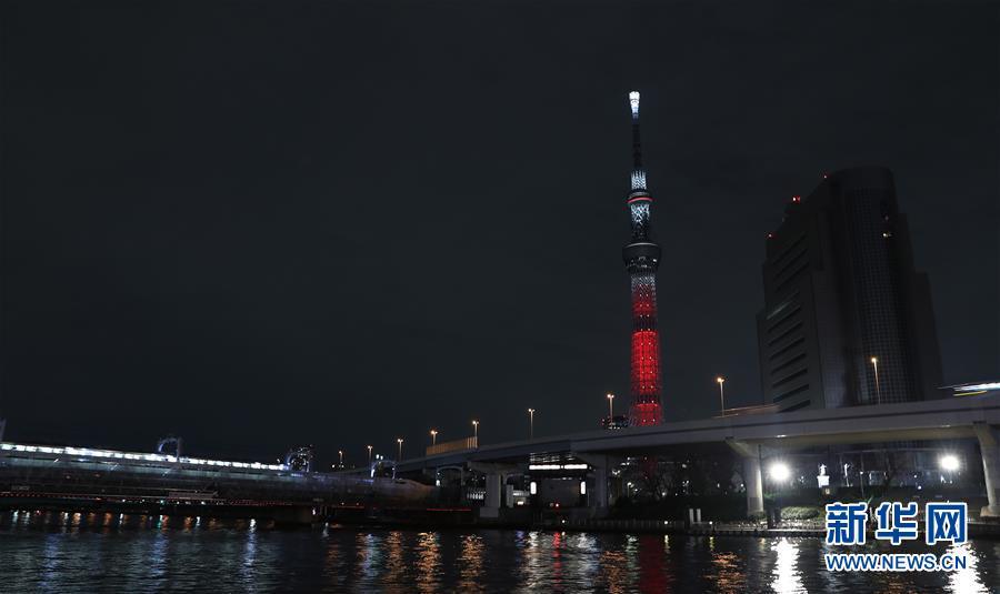 """(国际)(1)日本东京晴空塔为中国春节点亮""""中国红"""""""