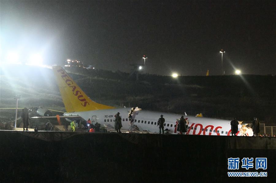 (国际)(3)土耳其一客机降落时滑出跑道至少120人受伤