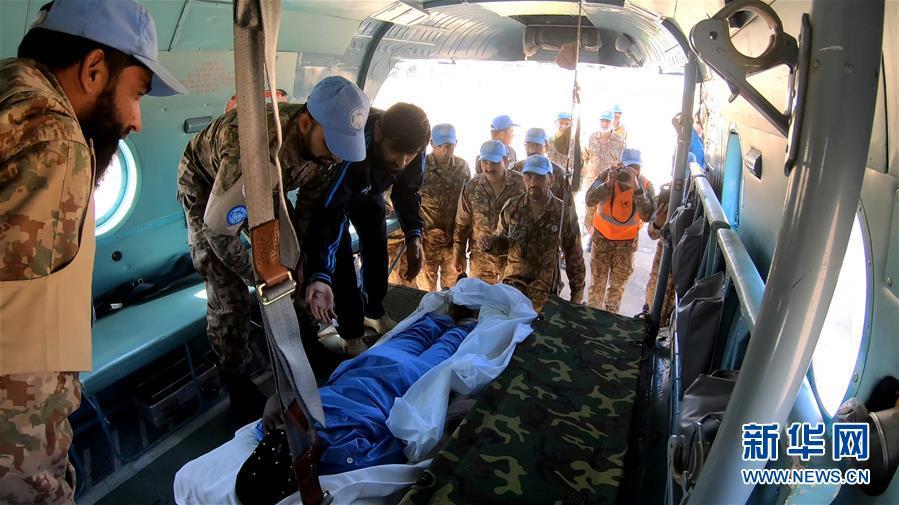 (國際)(3)中國維和直升機分隊緊急轉運岡比亞重病維和警察