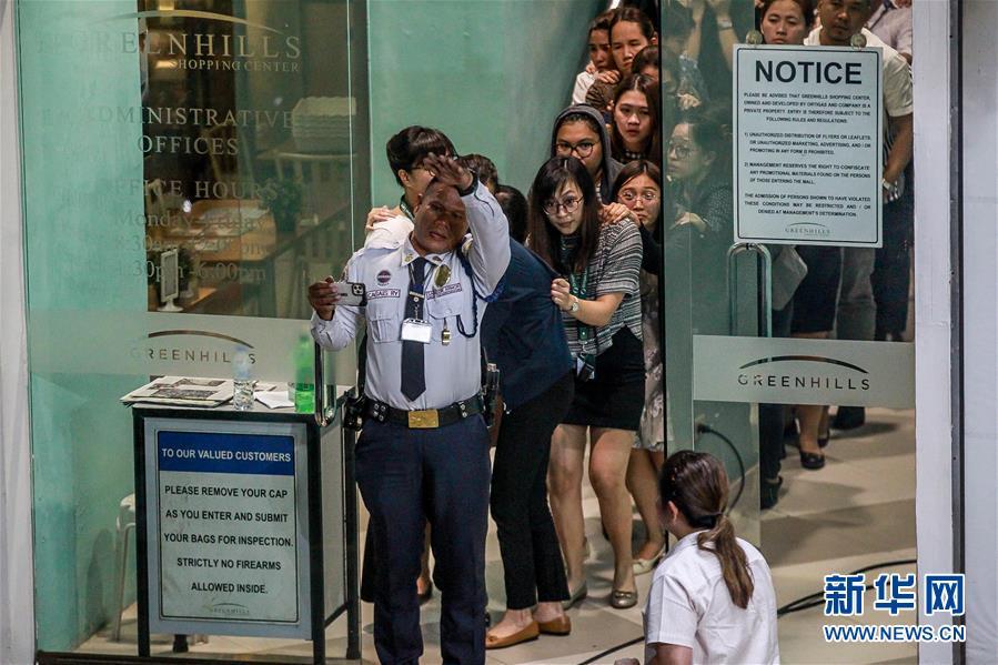 (國際)(2)菲律賓首都商場遭劫持人質全部獲釋