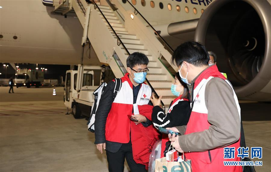 (國際疫情)(4)援意中國抗疫醫療專家組抵達羅馬