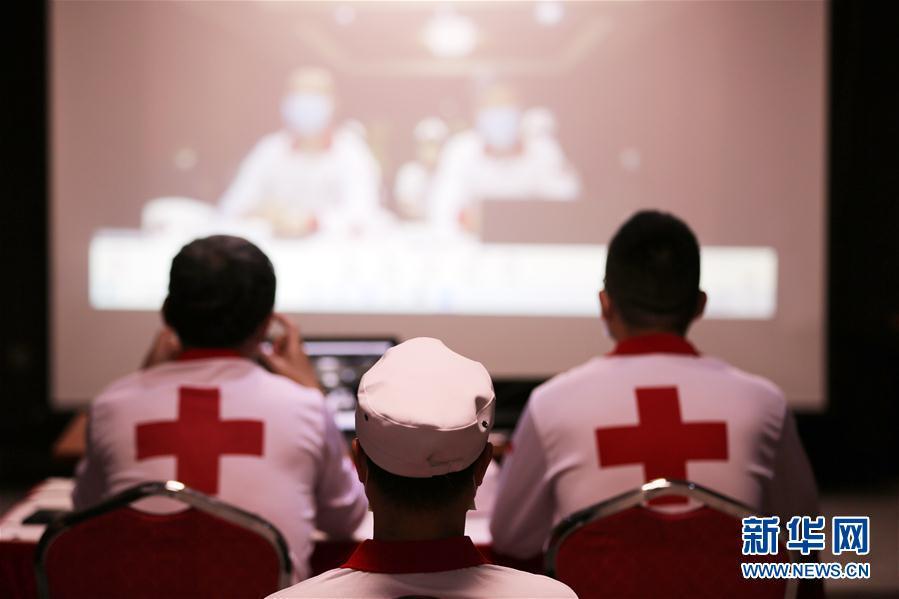 (国际疫情·图文互动)(1)通讯:经验丰富装备精良 中国专家组在伊拉克助力抗疫
