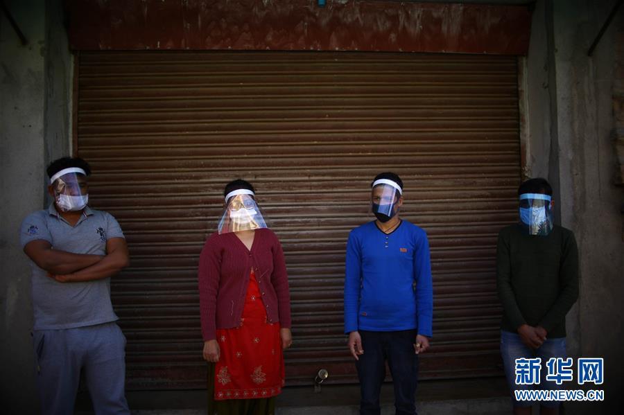 (國際疫情·新華視界)(1)尼泊爾:自制防護面具