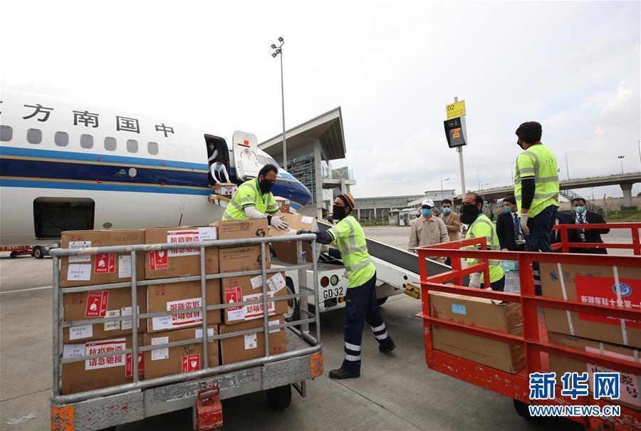 (国际疫情)(3)中国抗疫医疗专家组抵达巴基斯坦