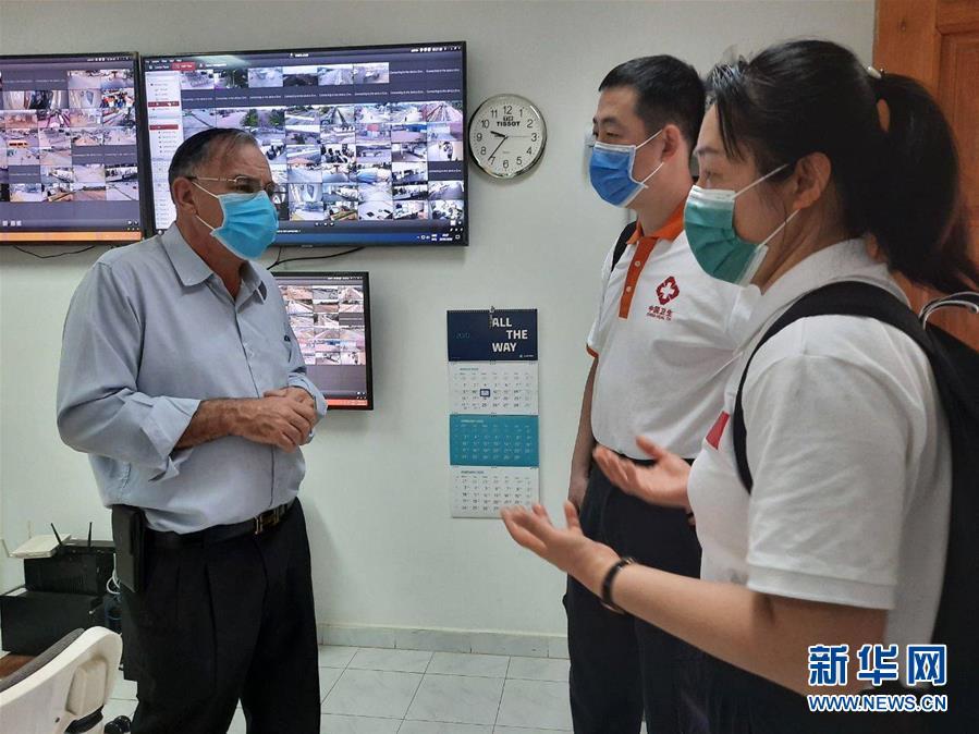 """(國際疫情·圖文互動)(3)""""工作忙碌又細致,經驗豐富又專業""""——一名柬埔寨青年眼中的中國援柬抗疫醫療專家組"""